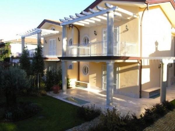 Riferimento 012 L - Villa Bifamiliare in Vendita a Forte Dei Marmi