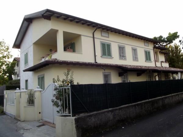 Riferimento 90-6 PL - Villa Bifamiliare in Affitto a Forte Dei Marmi