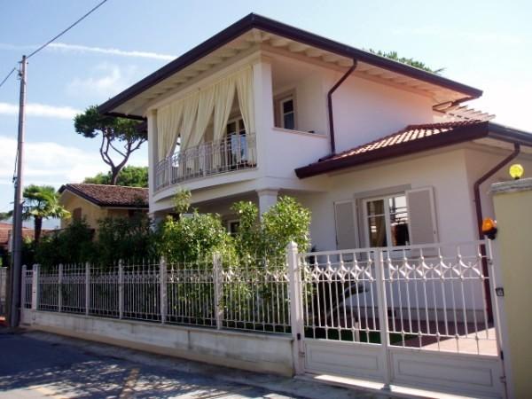 Riferimento 001-6 PL - Villa in Affitto a Forte Dei Marmi