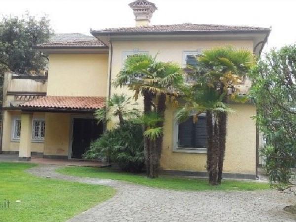 Riferimento 444-8 - Villa in Vendita a Vittoria Apuana
