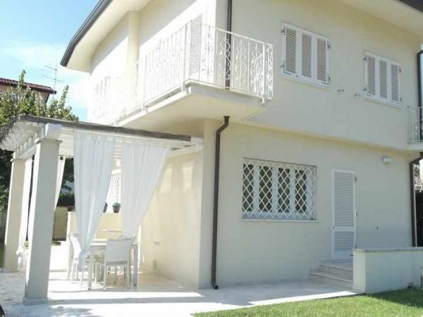 Riferimento 124-6 PL - Villa in Affitto a Forte Dei Marmi
