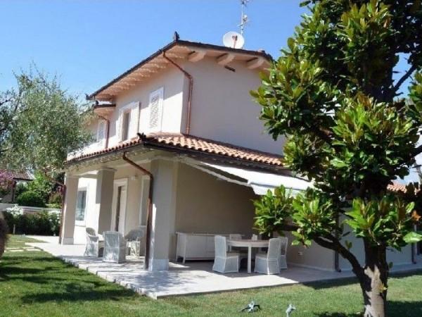 Riferimento 03-8 PL - Villa in Affitto a Forte Dei Marmi