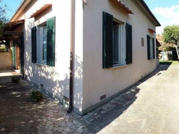 Riferimento 021-4 PL - Villa Bifamiliare in Affitto a Forte Dei Marmi