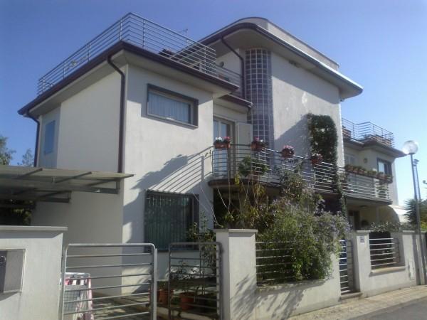 Riferimento 2L2061 - Villa Bifamiliare in Vendita a Torre Del Lago Puccini