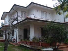 Riferimento BAF1176 - Villa Bifamiliare in affitto a