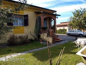 Riferimento VAF1177 - Villa in affitto a