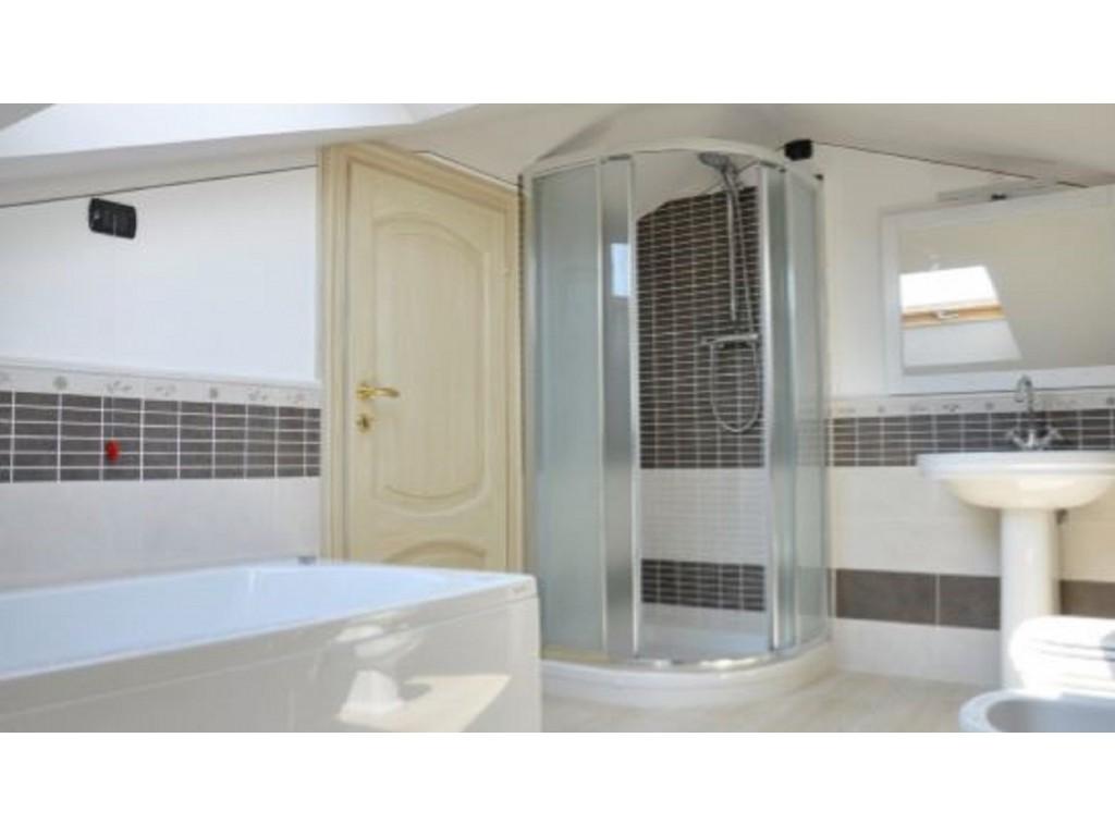Rif.300 - cover Splendida villa con piscina
