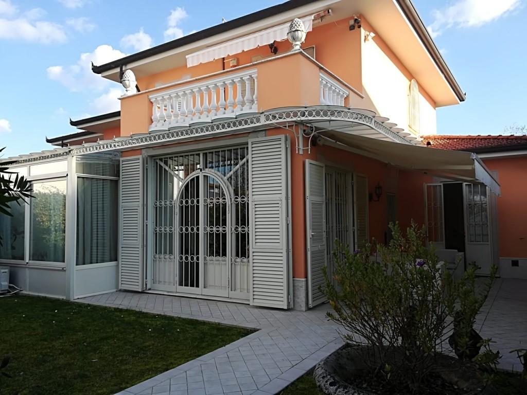 Rif.217 - cover Bella villa a forte dei marmi