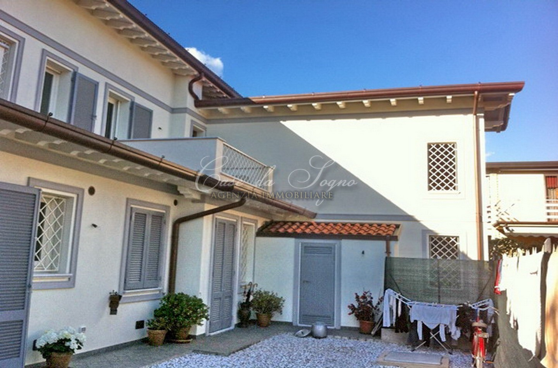 195 - cover Terraced house sunny