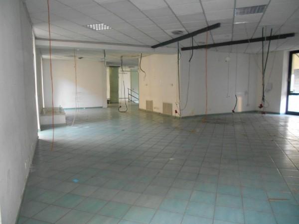 Riferimento C052_E - Locale Commerciale in Affitto a Centro