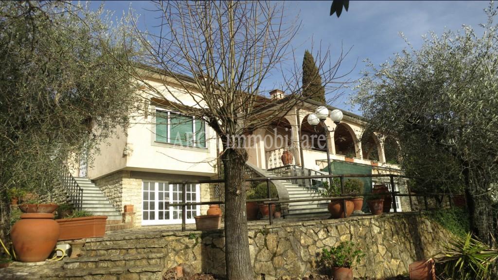 Villain Vendita, Massarosa - Corsanico - Collina - Riferimento: 2786