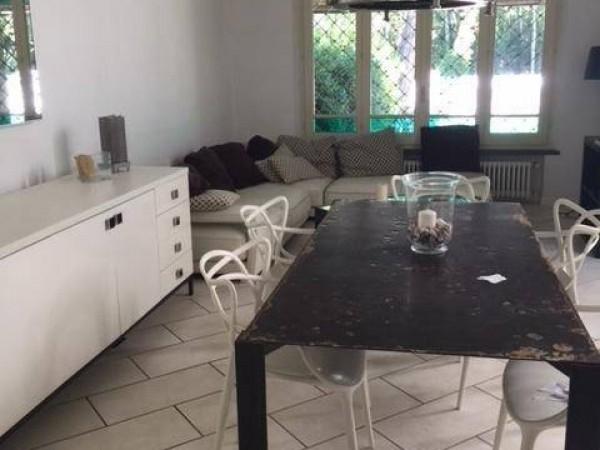 Riferimento 2516 - Villa Singola in Vendita a Forte Dei Marmi
