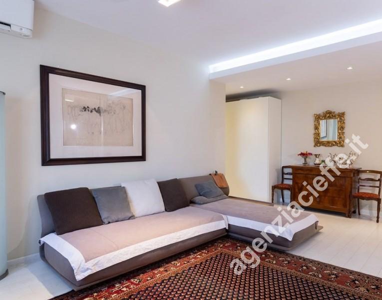 salone di appartamento da vendere a Massa vicino centro e castello Malaspina