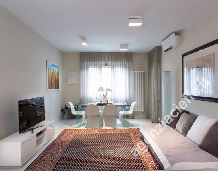 soggiorno pranzo di appartamento a Marina di Massa - spiagge dorate della versilia in loco