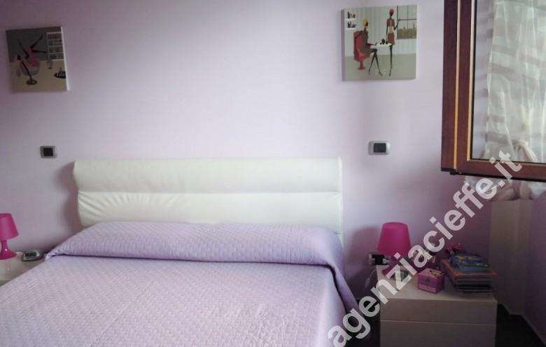 Agenzia Cieffe - camera matrimoniale per tranquilli momenti in relax a Marina di Massa