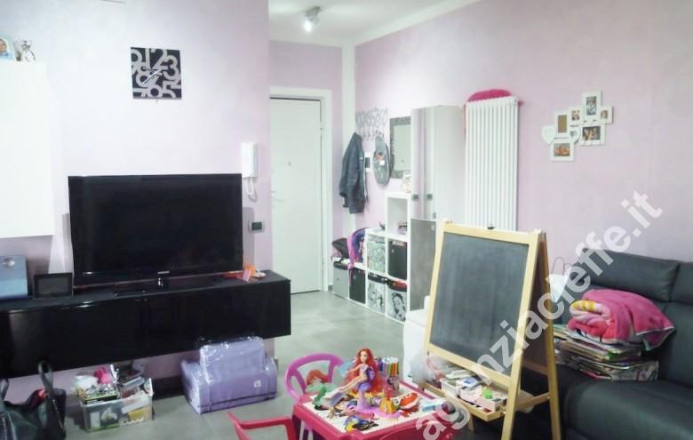 Agenzia Cieffe - soggiorno pranzo di appartamento a Marina di Massa - spiagge dorate della versilia in loco