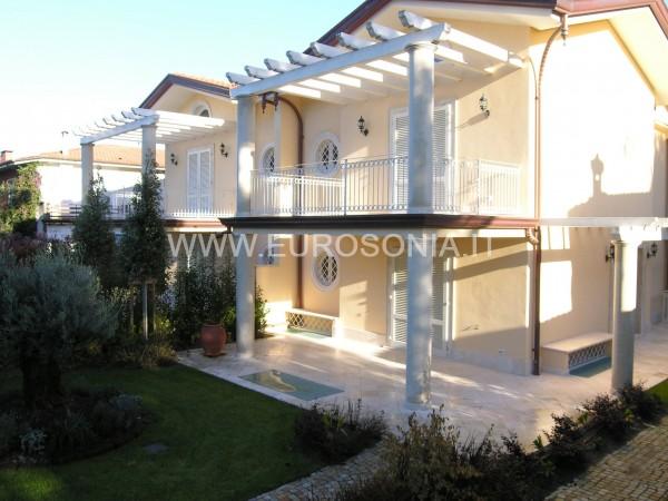 Reference ST 7504 - Two-family Villa in Sales a Forte Dei Marmi