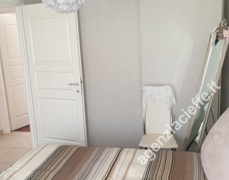 camera da letto matrimoniale in villetta a due passi dal mare della Versilia