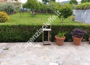 giardino di villetta singola vicina al centro di Massa