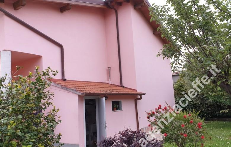 Agenzia Cieffe - casa singola in vendita a Massa