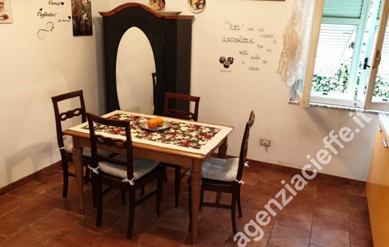 Agenzia Cieffe - salotto in villetta con giardino da vendere a Marina di Massa