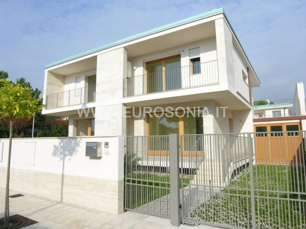 Reference ST 7505 - Two-family Villa in Sales a Lido Di Camaiore