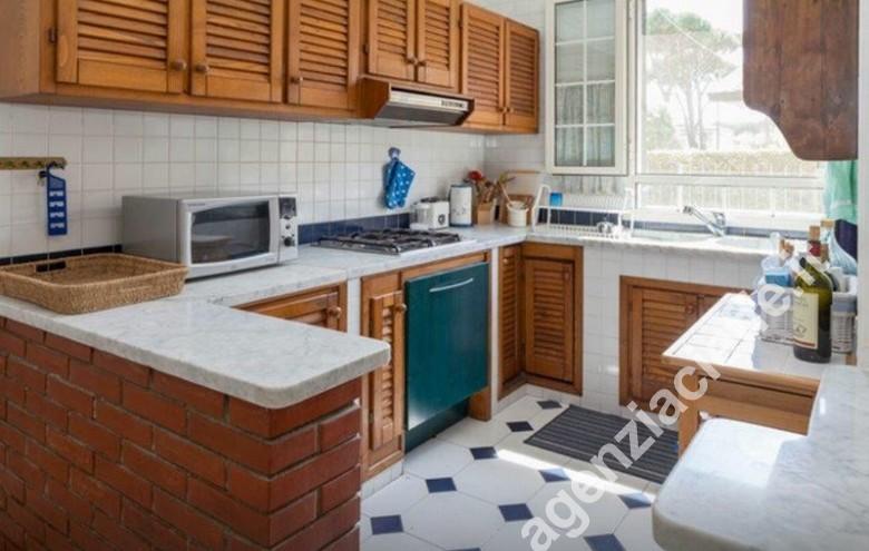Agenzia Cieffe - cucina in villa a Forte dei Marmi