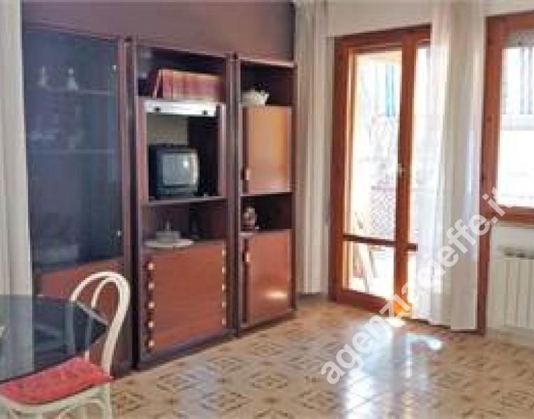 salone in appartamento a Marina di Massa