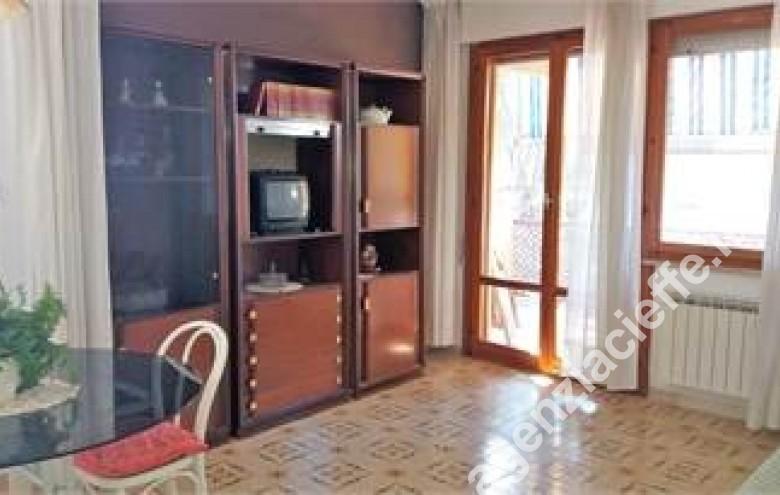 Agenzia Cieffe - salone in appartamento a Marina di Massa