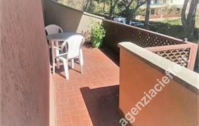 Agenzia Cieffe - terrazza pranzabile in appartamento - si vende a Marina di Massa