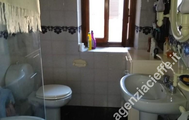 Agenzia Cieffe - bagno in bifamiliare a Forte dei Marmi @agenziacieffe.it