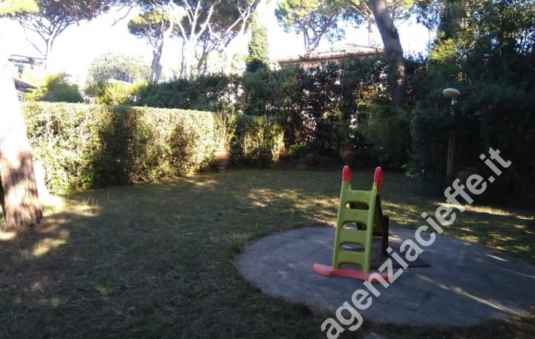 Agenzia Cieffe - giardino in villa a Forte dei Marmi @agenziacieffe.it