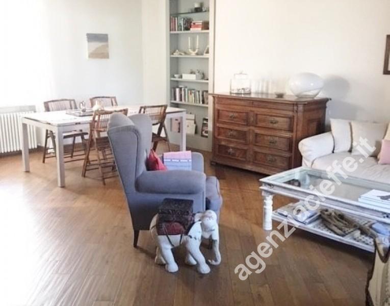 salone in appartamento indipendente nel centro di Forte dei Marmi @agenziacieffe.it
