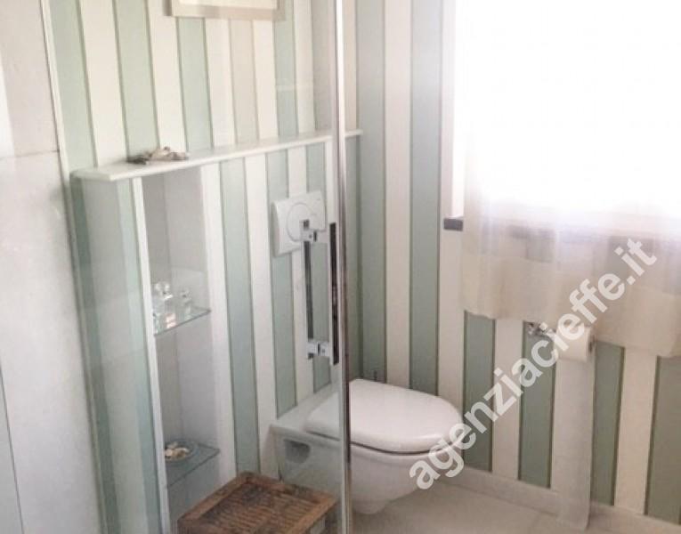 bagno di appartamento da vendere a Forte dei Marmi - @agenziacieffe.it