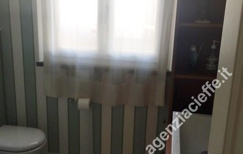 Agenzia Cieffe - bagno padronale in appartamento in vendita a Forte dei Marmi @agenziacieffe.it
