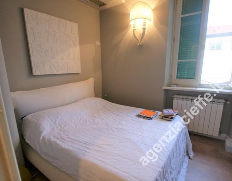 in appartamento finemente restaurato a due passi dalla spiaggia di Forte dei Marmi - camera da letto matrimoniale