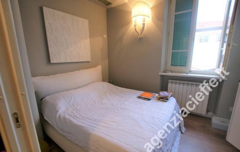 Agenzia Cieffe - in appartamento finemente restaurato a due passi dalla spiaggia di Forte dei Marmi - camera da letto matrimoniale