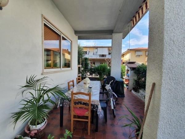 Riferimento 2L2527 - Villa Bifamiliare in Vendita a Torre Del Lago Puccini