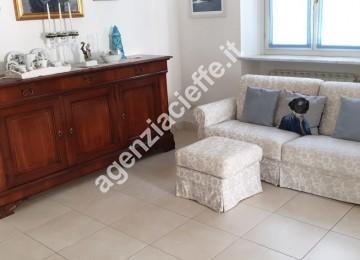 appartamento con finiture di pregio a Marina di Massa
