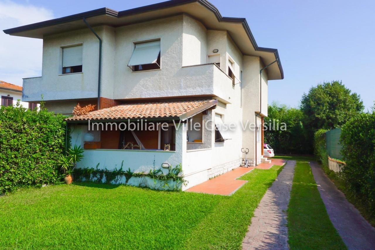 Villa in vendita a Pietrasanta, 5 locali, prezzo € 380.000 | PortaleAgenzieImmobiliari.it