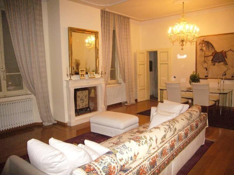 Appartamento in vendita a Pietrasanta, 5 locali, Trattative riservate | CambioCasa.it