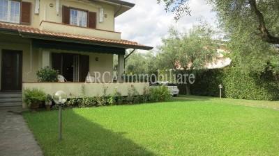 Villa Bifamiliarein Vendita, Pietrasanta - Campagna - Riferimento: 2285