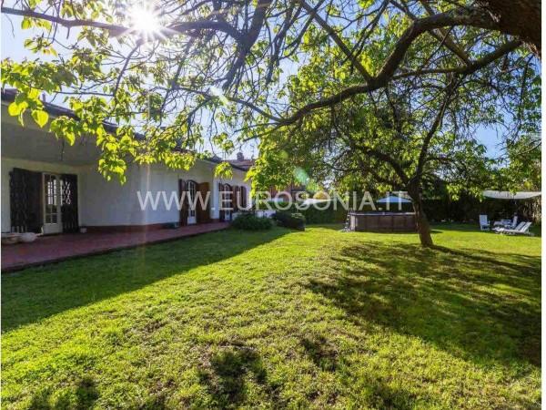 Riferimento ST 8506 - Villa Di Pregio in Vendita a Pietrasanta