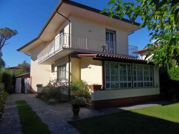 Riferimento 48-8 PL - Villa in Affitto a Forte Dei Marmi
