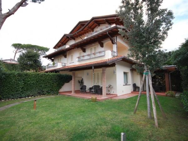 Riferimento WA 15331 - Villa Bifamiliare in Vendita a Marina Di Pietrasanta