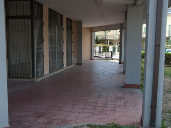 Riferimento 1E4001 - Locale Commerciale in Vendita a Viareggio