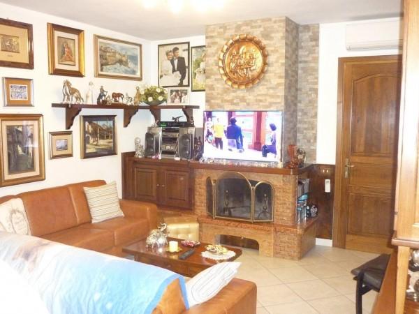 Riferimento 2F2060 - Villa Quadrifamiliare in Vendita a Torre Del Lago Puccini