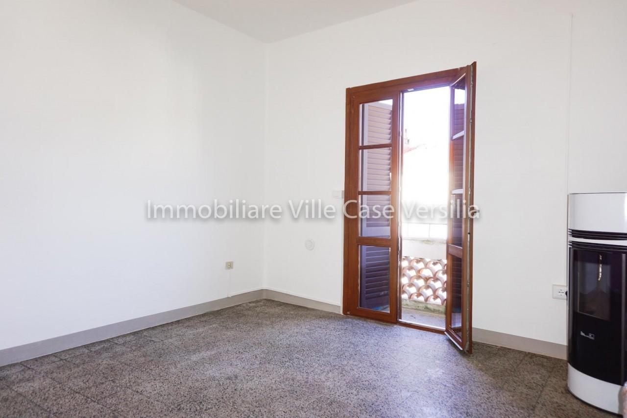 Appartamento in vendita a Seravezza, 4 locali, prezzo € 115.000 | CambioCasa.it
