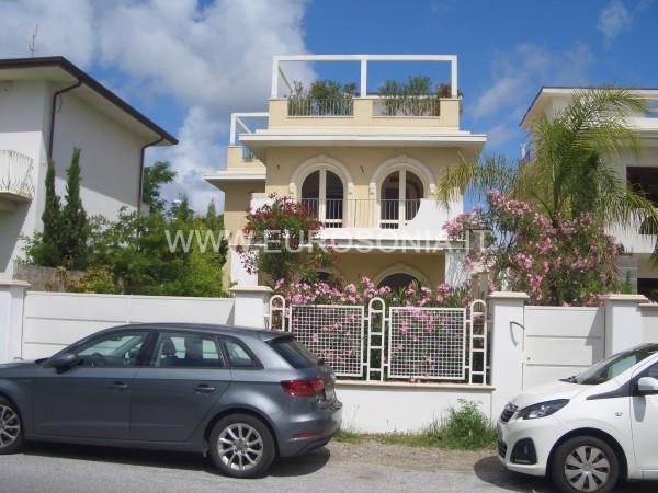 Riferimento ST 8507 - Villa Di Pregio in Vendita a Marina Di Pietrasanta