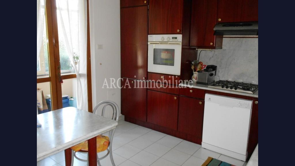 Villa Bifamiliarein Vendita, Forte Dei Marmi - Zona Residenziale - Riferimento: 2907